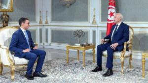 طالب تونسي يحل لغزا فيزيائيا حير العلماء 100 عام