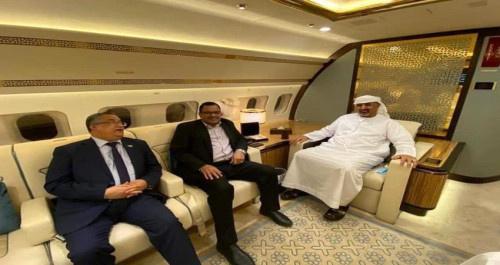 طائرة ملكية تقل الزبيدي والوفد المفاوض من الرياض الى ابوظبي