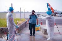 وصول الدفعة الثانية من العالقين في الهند إلى مطار عدن
