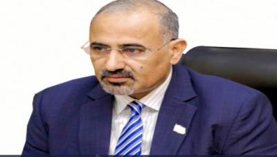الرئيس الزُبيدي يُعزّي في وفاة الشخصية الاجتماعية والقبلية البارزة الشيخ عوض محمد بن ثابت العولقي
