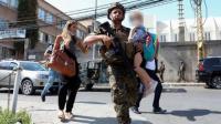 """صور الأطفال المرعوبين ترسم مشهدا """"قاتما"""" لأحداث بيروت"""